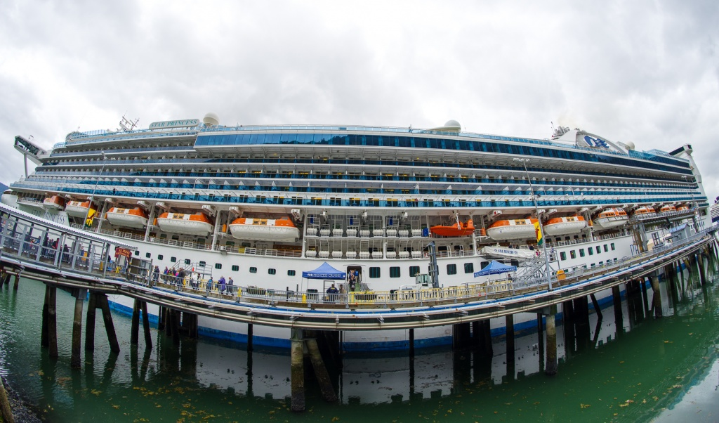 201806 Alaska-201 docked in Juneau.jpg
